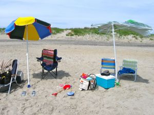 Crappy beach umbrella, mominthemuddle.com
