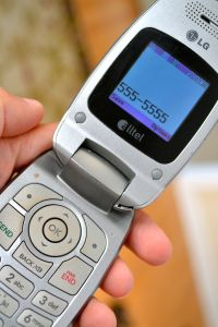 flip phone, mominthemuddle.com